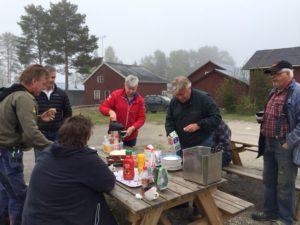 Vår fantastiska Lisbeth Sjöström ordnade med fika och korv!