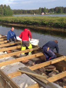 Patrik Stenborg, Martin Östlund och projektledaren Lennart Adolfsson jobbar för fullt.